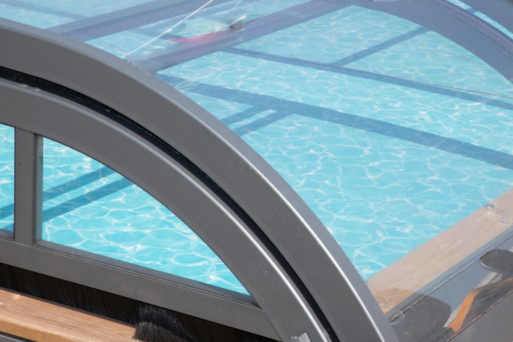 abri de piscine bas en aluminium