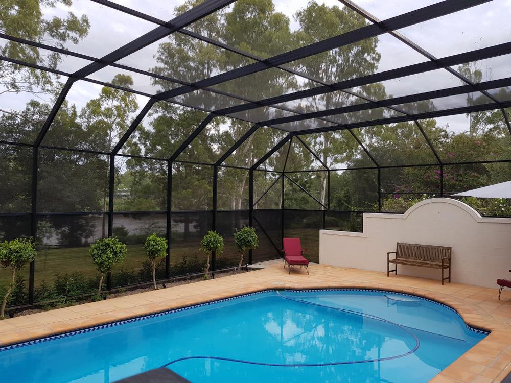 grand abri de piscine haut en verre