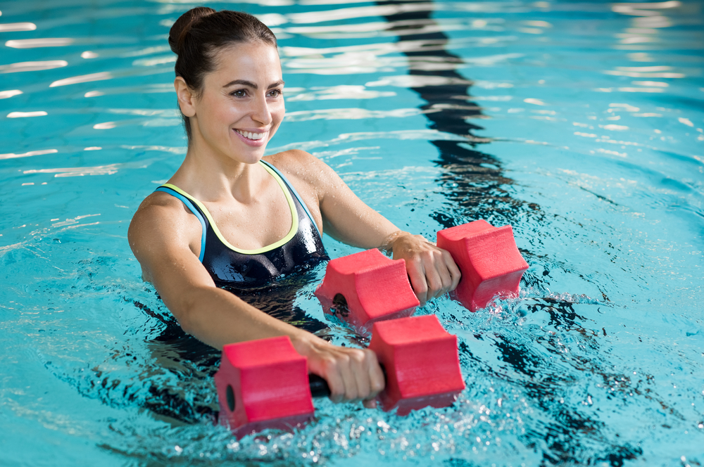 Les accessoires pour faire du sport dans sa piscine
