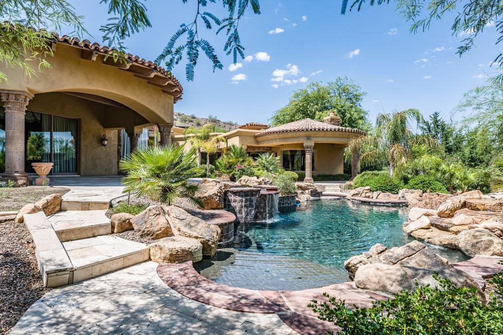 Rochers décoratif piscine