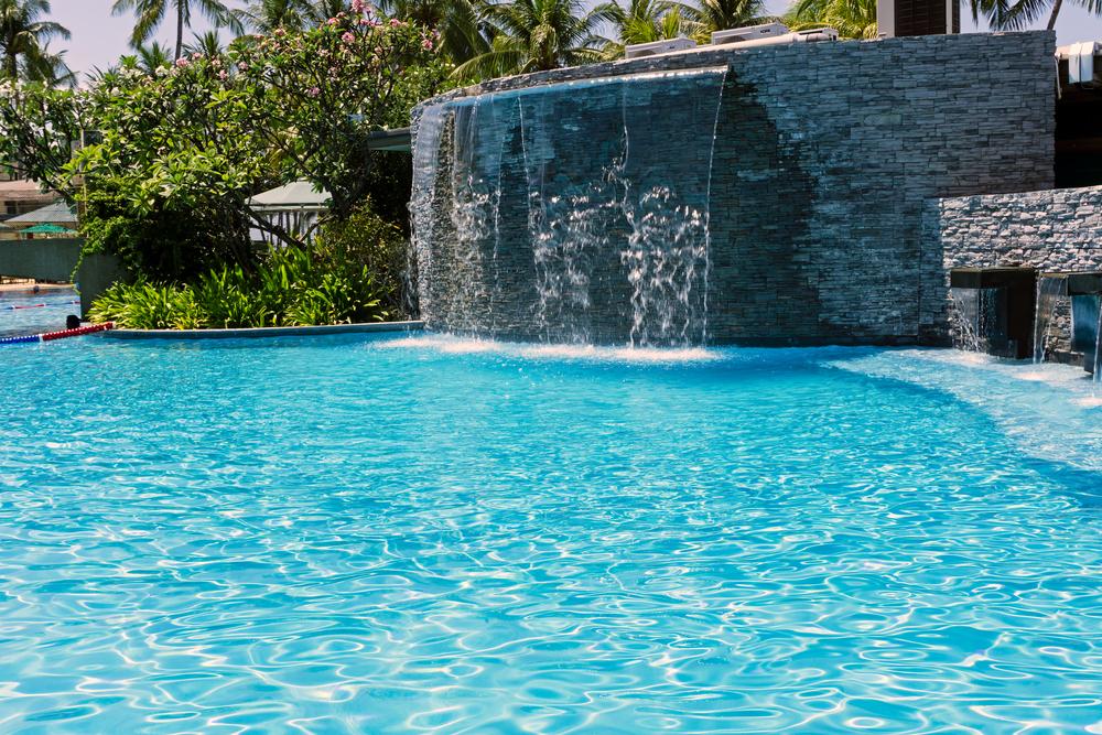 Aménager une cascade pour piscine